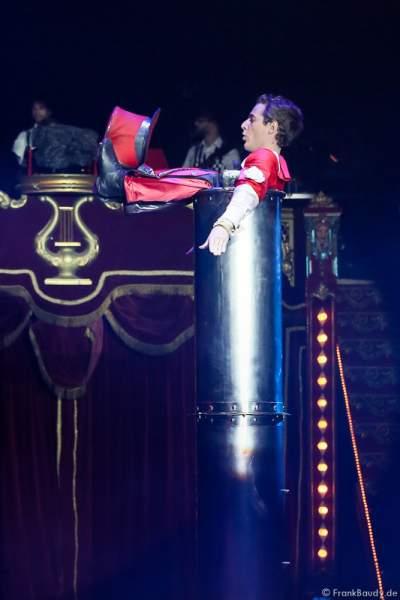 Kontorsionist Andrey Romanovsky bei Salto Vitale des Circus Roncalli