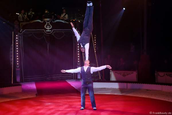 Curatola Brothers bei Salto Vitale des Circus Roncalli