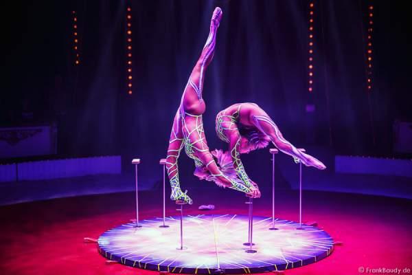 Alexandra & Kelly Saabel mit Handstand Equilibristik bei Circus Roncalli