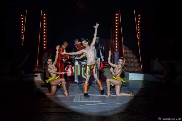 Bananentanz mit Gabor Vosteen bei Salto Vitale des Circus Roncalli