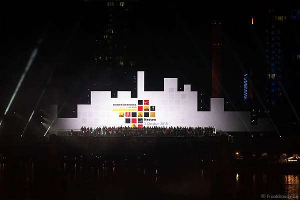 Tänzer, Performer und Künstler bei Lichtshow am Main von 25 Jahre Tag der Deutschen Einheit in Frankfurt 2015