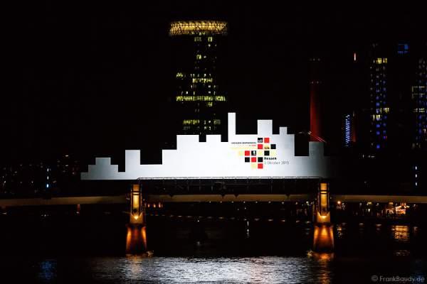 LED-Leinwand mit Skyline Form bei der Abschlussshow von 25 Jahre Tag der Deutschen Einheit in Frankfurt 2015
