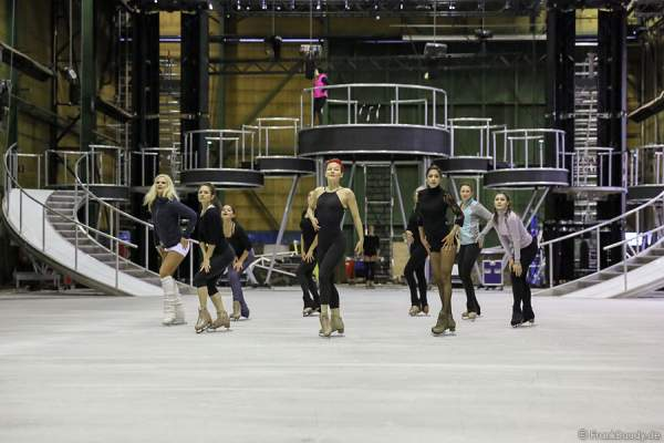 Das BELIEVE-Ensemble von Holiday on Ice bei den Proben