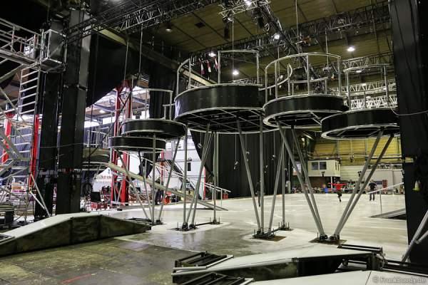 Die Bühne von der neuen Show BELIEVE von Holiday on Ice im Aufbau von hinten