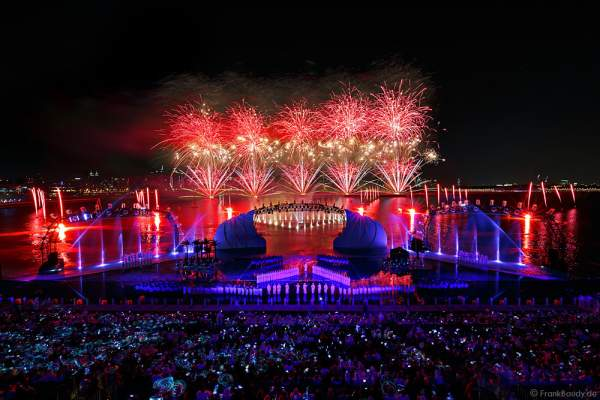 A stunning show with fireworks for the the 44th UAE National Day, Spirit of the Union, at Dubai Design District Waterfront 2015