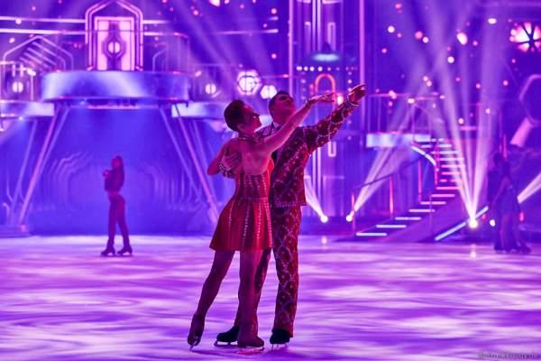 Daria Perminova und Evgeny Belianin bei der Eisshow BELIEVE von Holiday on Ice 2015/2016