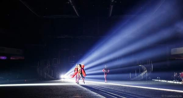 Natasha Lee Dann, Mary Siegel und Julianne DiMura bei der Eisshow BELIEVE von Holiday on Ice 2015/2016