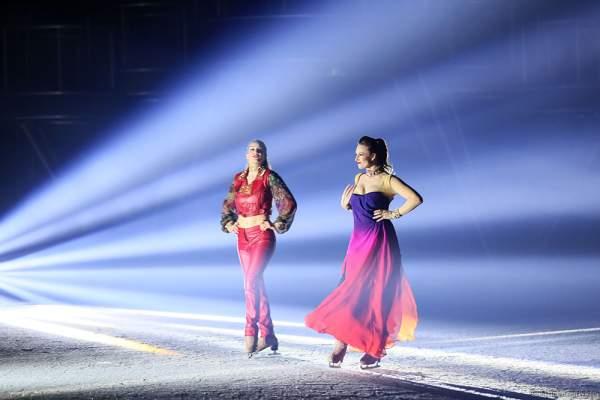 Natasha Lee Dann, Mary Siegel bei der Eisshow BELIEVE von Holiday on Ice 2015/2016
