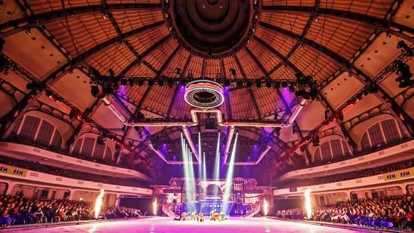 Die Unterwelt, Szene mit Feuer - Eisshow BELIEVE von Holiday on Ice 2015/2016