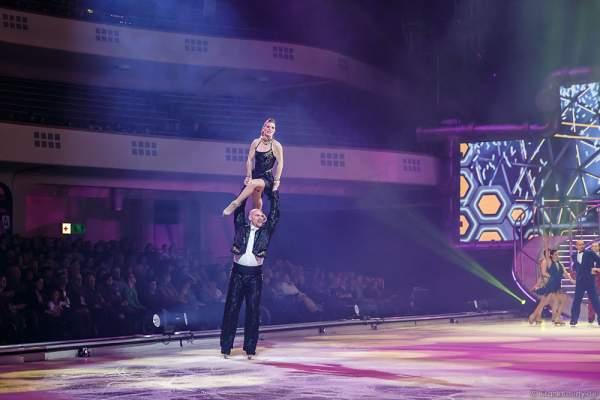 Jodeyne Higgins und Sean Rice als Julia und Julius bei der Eisshow BELIEVE von Holiday on Ice 2015/2016