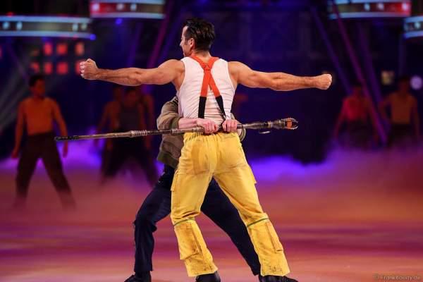 Andrew (Andy) Buchanan als Antonio und Denis Balandin als Kurt bei der Eisshow BELIEVE von Holiday on Ice