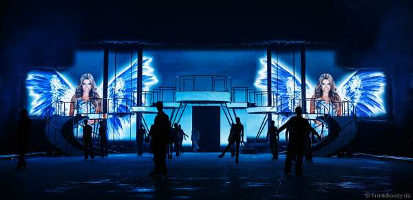 Sylvie Meis als Erzählerin auf großen Screens bei der Holiday on Ice Show BELIEVE