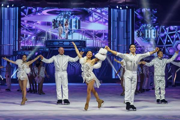 Robin Johnstone als Clarissa und Andrew (Andy) Buchanan als Antonio beim Finale von Holiday on Ice Show BELIEVE 2015/2016