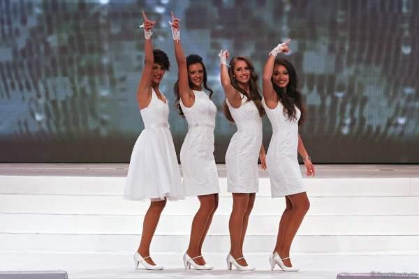 Tanzshow der 24 Teilnehmerinnen bei der Miss Germany Wahl 2016 im Europa-Park