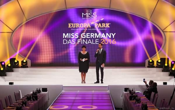 Die Moderatoren Alexander Mazza und Ines Klemmer bei der Miss Germany 2016 Wahl im Europa-Park in Rust