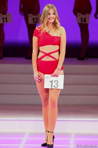 Vize-Miss Germany 2016 Francesca Orru im Badeanzug auf der Bühne im Europa-Park