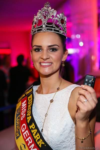 Miss Germany 2016, Lena Bröder erhält ihren Autoschlüssel für den Jaguar XE