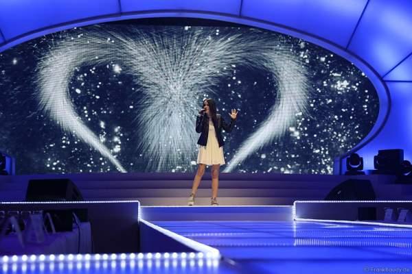 Laura Pinski auf der Bühne bei der Miss Germany 2016 Wahl im Europa-Park am 20.02.2016
