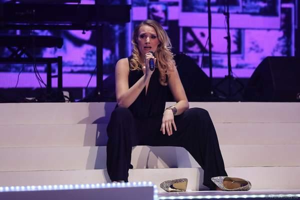 Anna Christiana Hofbauer auf der Bühne bei der Miss Germany 2016 Wahl im Europa-Park am 20.02.2016