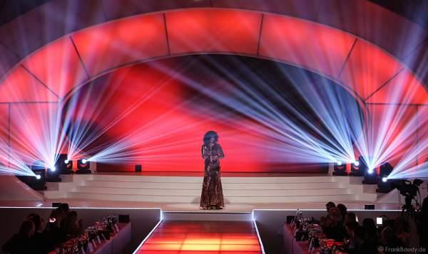 """Belinda Davids mit der """"Whitney Houston Show"""" bei der Miss Germany 2016 Wahl im Europa-Park am 20.02.2016"""
