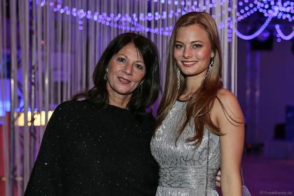 Sabine Bosbach mit Tochter Viktoria Bosbach bei der Miss Germany 2016 Wahl im Europa-Park am 20.02.2016