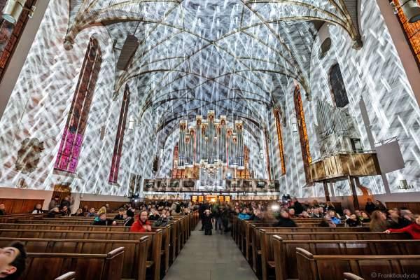 Licht-Installation mit der Rieger-Orgel in der Katharinenkirche bei der Luminale 2016