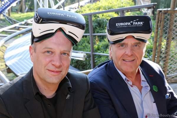 """Roland Mack mit Samsung Gear VR-Brille für die Achterbahn """"Pegasus Coastiality"""" im Europa-Park"""