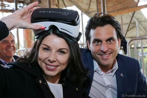 """Katja und Thomas Mack mit Samsung Gear VR-Brille für die Achterbahn """"Pegasus Coastiality"""" im Europa-Park"""