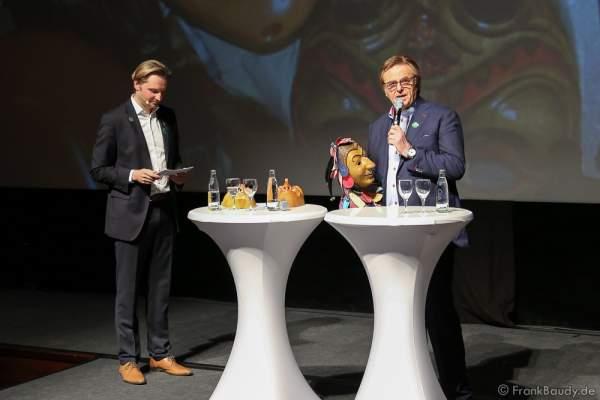 Roland Mack spricht bei der Frühjahrspressekonferenz 2016 über den neuen Wasserpark und eine neu Fasnachtsmasken-Ausstellung im Europa-Park