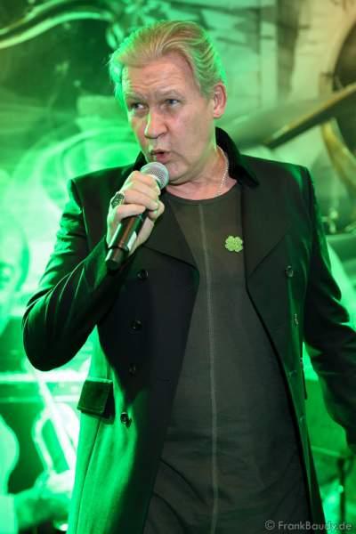 Johnny Logan singt beim Auftritt, ST. PATRICK'S DAY im Hotel Bell Rock Europa-Park in Rust