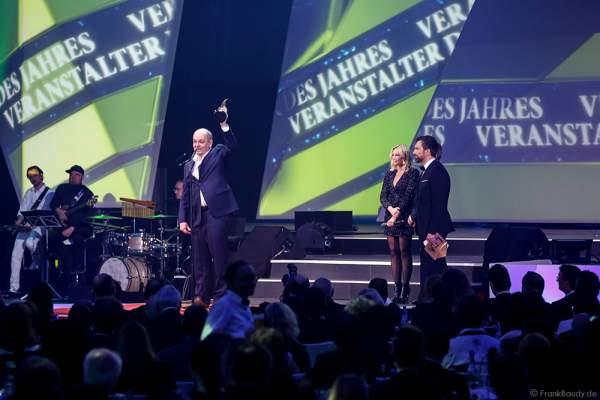 Helene Fischer und Dieter Semmelmann von Semmel Concerts beim PRG LEA 2016 - Live Entertainment Award in der Festhalle in Frankfurt