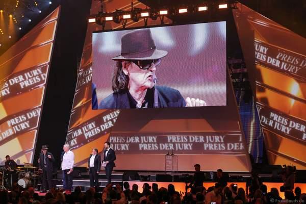 Udo Lindenberg mit Manager und Veranstalter 'Balou' Temme beim PRG LEA 2016 - Live Entertainment Award in der Festhalle in Frankfurt