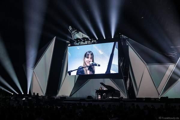 Sophie Hunger präsentiert den Song Queen Drifter beim PRG LEA 2016 - Live Entertainment Award in der Festhalle in Frankfurt