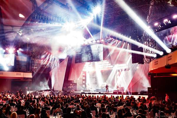 Show-Act Beyond the Black beim PRG LEA 2016 - Live Entertainment Award in der Festhalle in Frankfurt