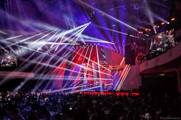 Show-Act Beyond the Black mit Jennifer Haben beim PRG LEA 2016 - Live Entertainment Award in der Festhalle in Frankfurt