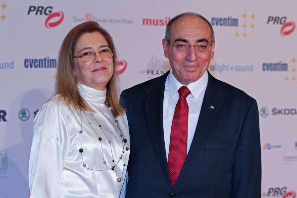 Botschafter der Republik Kuba, Rene Juan Mujica Cantelar mit Ehefrau beim PRG LEA 2016 - Live Entertainment Award in der Festhalle in Frankfurt