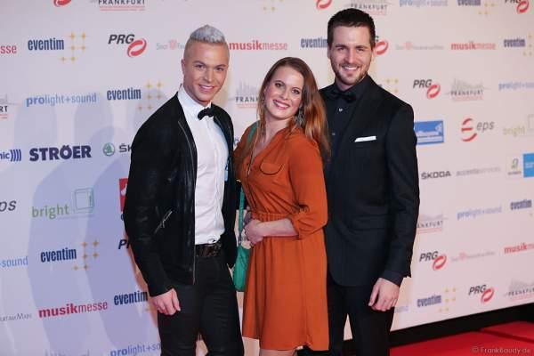 Julian David, Alexander Klaws und Freundin Nadja Scheiwiller auf dem roten Teppich beim PRG LEA 2016 - Live Entertainment Award in der Festhalle in Frankfurt