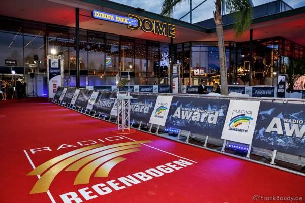 Der rote Teppich und Fanbereich beim Radio Regenbogen Award 2016 am 22. April 2016 im Europa-Park in Rust