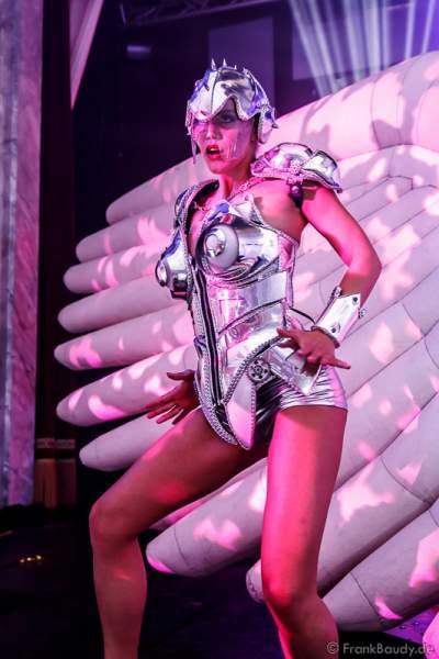 Tänzerin bei der After Show Party der neuen Abendshow Night.Beat.Angels am 29. April 2016 im Europa-Park in Rust