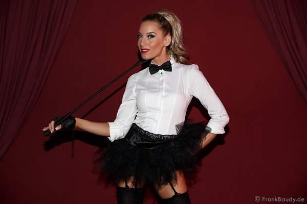 Adrienne Péter Soboleva bei der Premiere der neuen Abendshow Night.Beat.Angels am 29. April 2016 im Europa-Park in Rust