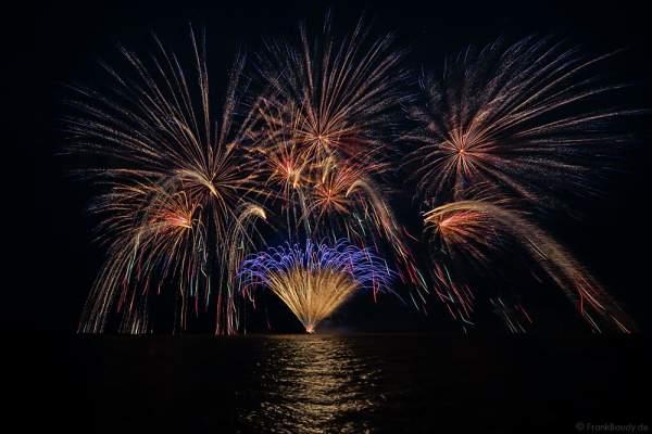 1. Büsumer Meeresleuchten mit wunderschönem Feuerwerk über der Nordsee