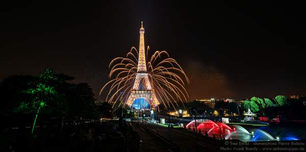 Unfreiwillige Zugabe beim Feuerwerk auf dem Eiffelturm zum Nationalfeiertag am 14. Juli 2016 in Paris durch einen kleinen Unfall