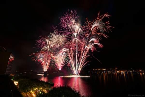 Feuerwerk auf der Theodor-Heuss-Brücke bei den Mainzer Sommerlichter 2016