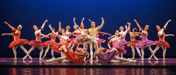 Les Ballets Trockadero de Monte Carlo - The Trocks - am 2. August 2016 bei der Tourpremiere im Nationaltheater Mannheim