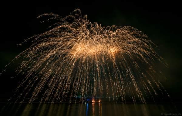 Goldregen bei Nacht der 1000 Feuer in Oberwesel - Rhein in Flammen 2016