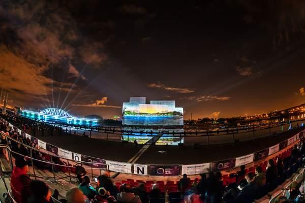 Multimediale Wassershow bei CIRCLE OF LIGHT 2016 in Moskau - Krylatskoye Grebnoy Channel Moscow