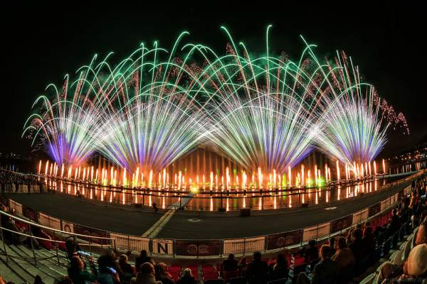 Feuerwerk am Grebnoy Channel in Krylatskoye bei CIRCLE OF LIGHT 2016 in Moskau (Moscow)