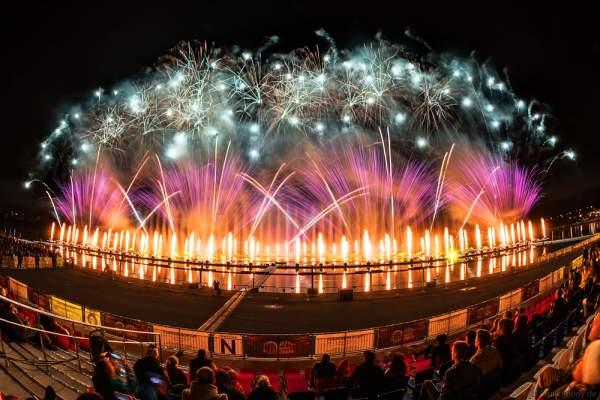 Feuerwerk am Grebnoy Channel in Krylatskoye bei CIRCLE OF LIGHT 2016 in Moskau (Moscow)