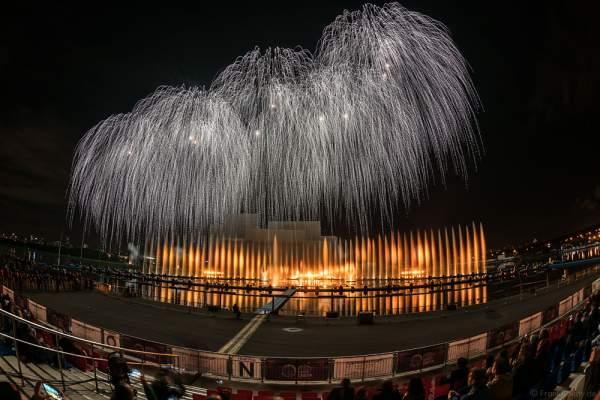 Feuerwerk am Grebnoy Channel in Krylatskoye bei CIRCLE OF LIGHT 2016 in Moskau