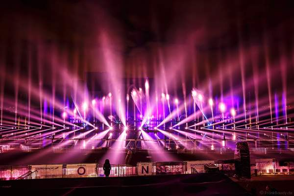 Lichtspektakel am Grebnoy Channel in Krylatskoye bei CIRCLE OF LIGHT 2016 in Moskau